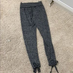 Grey leggings with ties at the end
